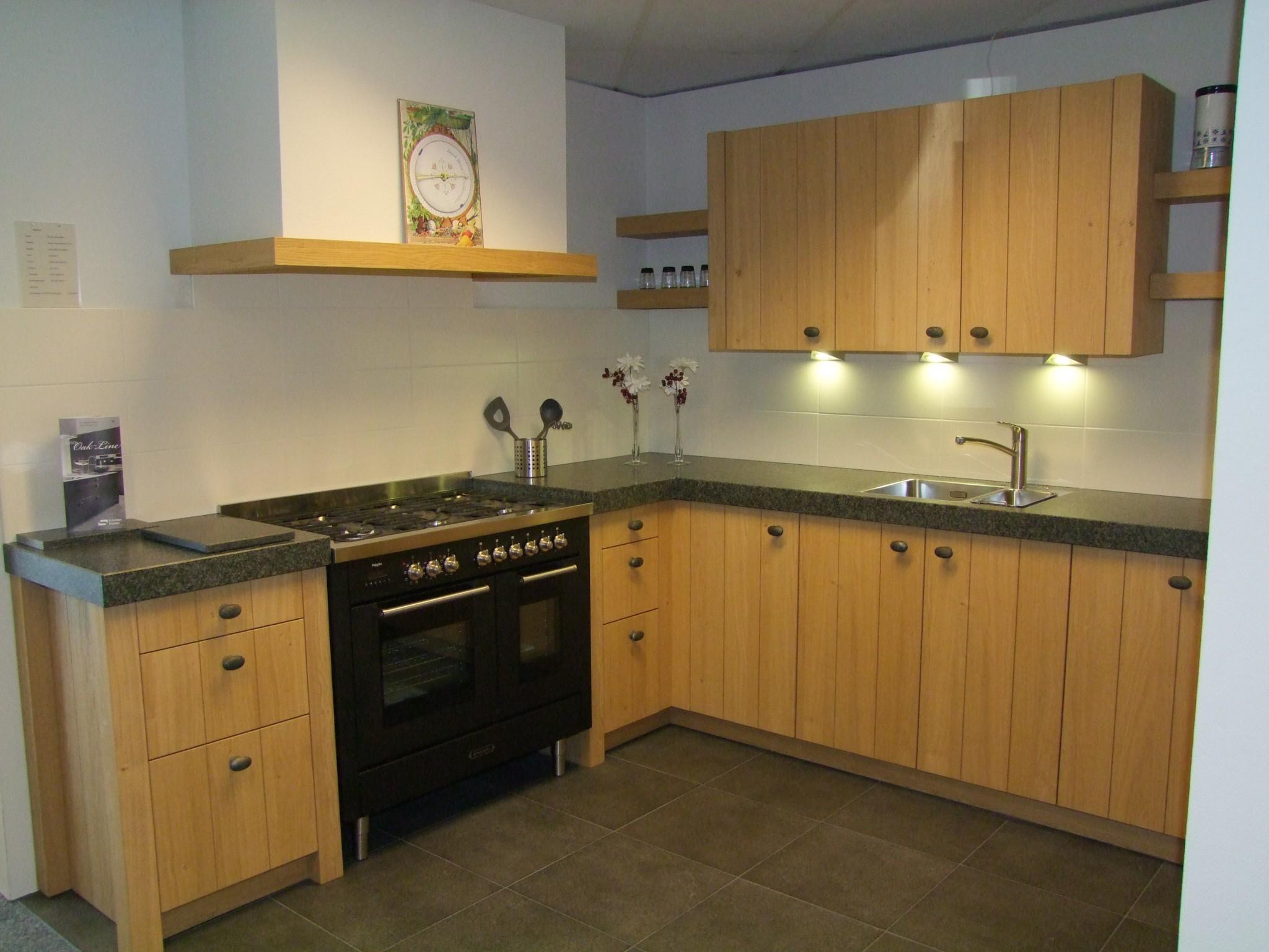 Keukens Opruiming : Houten keuken van schroder kremer keukens showroom ...