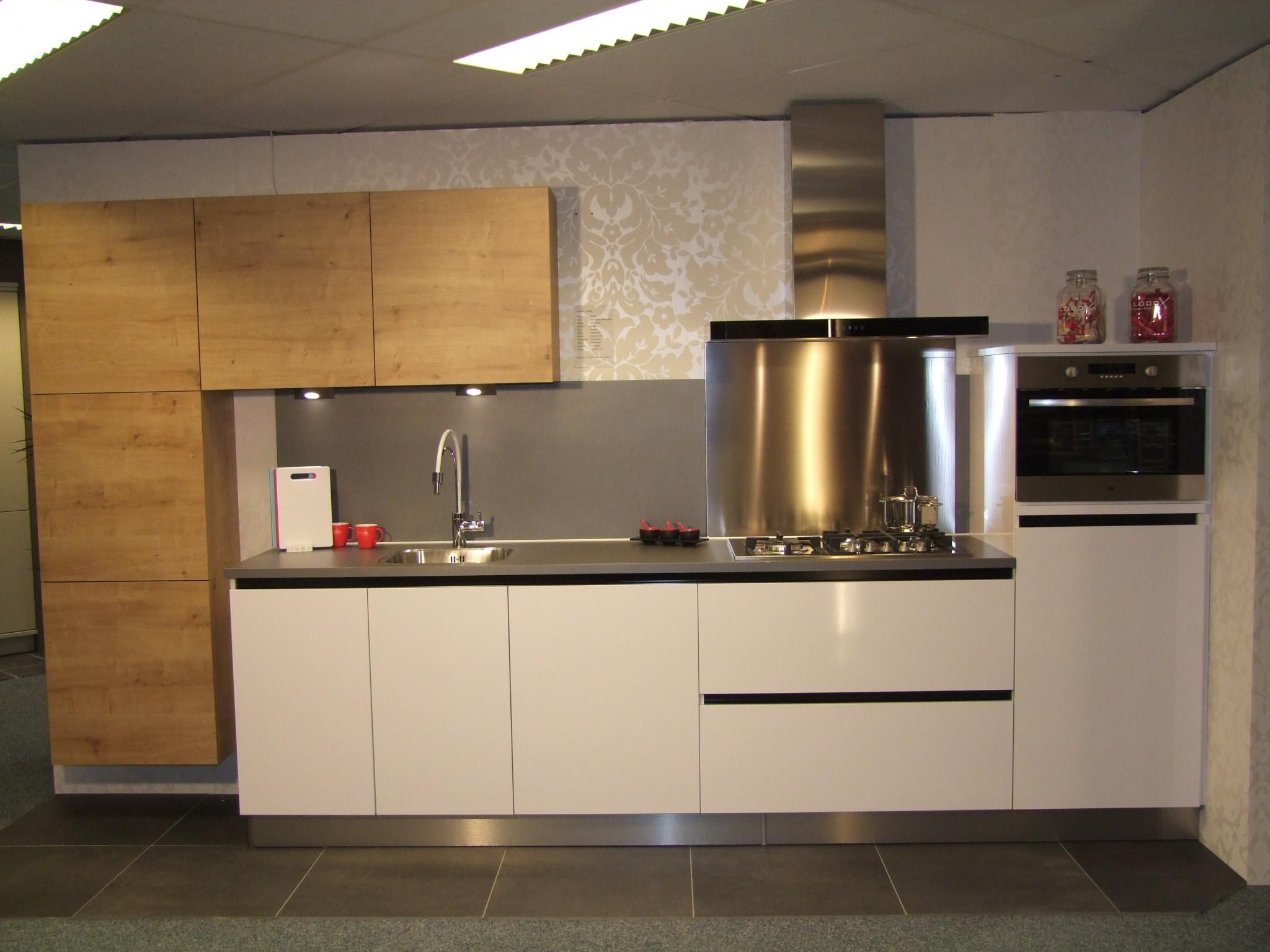 Mooie Keuken Achterwand : Hippe greeploze Schroder keuken – Kremer Keukens Showroom opruiming