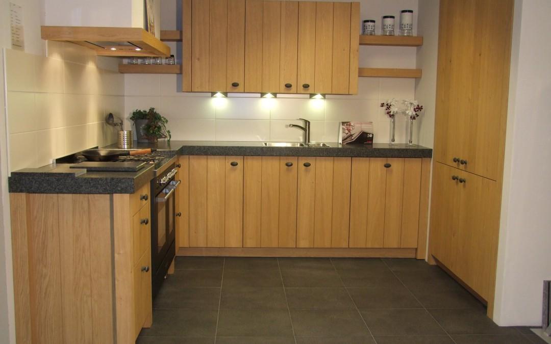 Sfeervolle houten keuken van Schroder