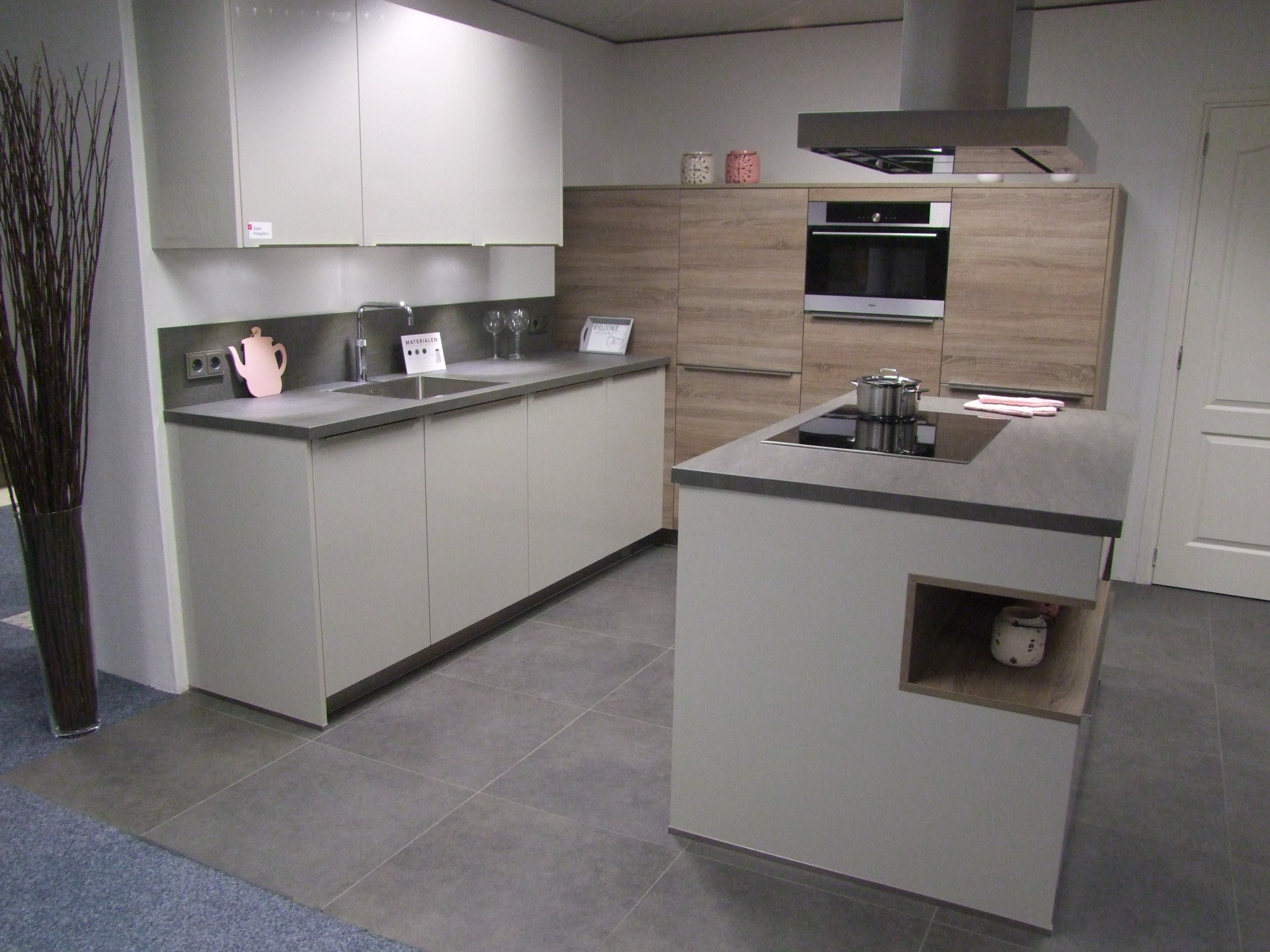 Moderne eilandkeuken van Vancel Kremer Keukens