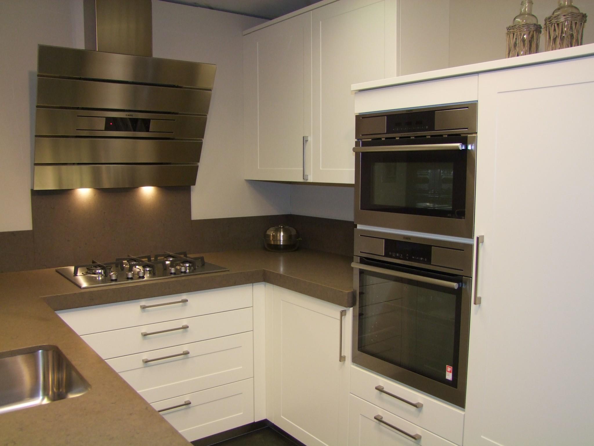 Modern landelijke keuken van vancel kremer keukens showroom opruiming - Modellen van kleine moderne keukens ...