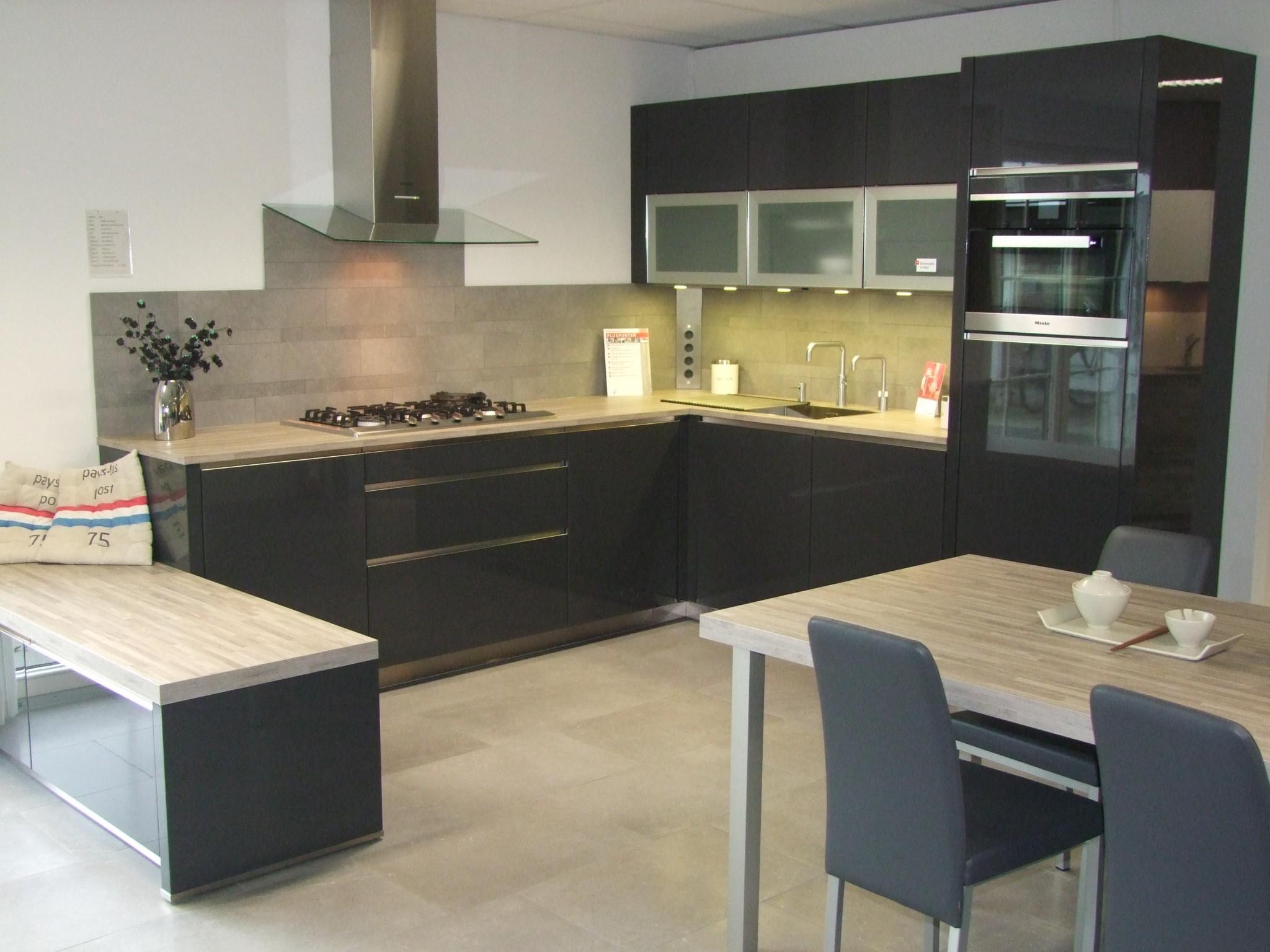 Strakke moderne keuken van vancel kremer keukens showroom opruiming - Fotos van moderne keuken ...