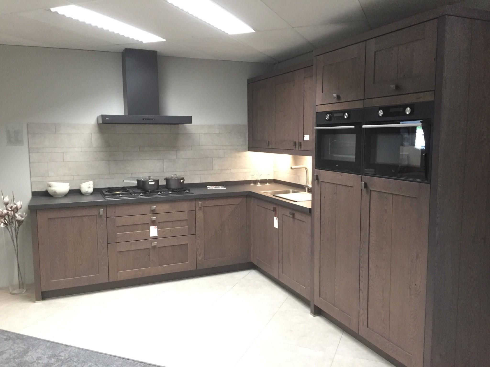 De Eikenhouten Keuken : Massief eikenhouten keuken van vancel kremer keukens showroom