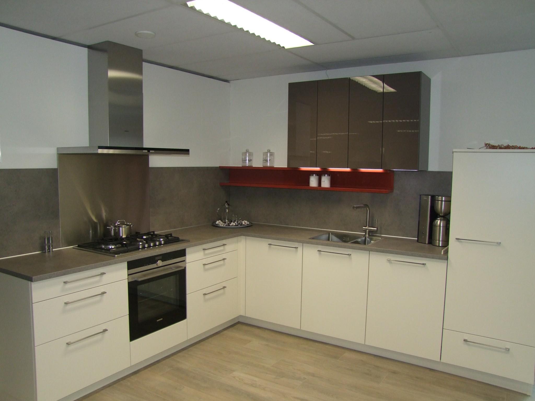 Moderne Tijdloze Keuken : Moderne tijdloze vancel keuken kremer keukens showroom opruiming