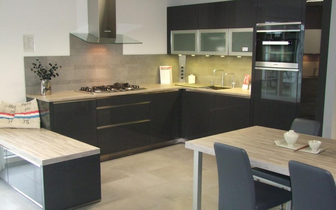 Strakke, moderne keuken van Vancel